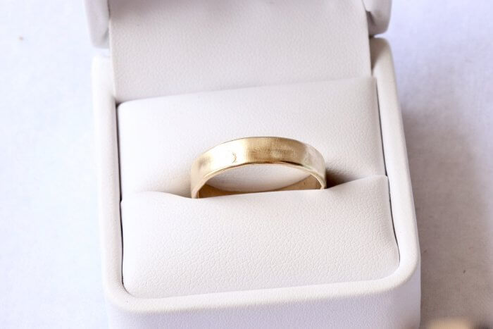 Ash-infused-ring-gold-wider-band