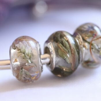 a beautoful tribute flowers in resin charms