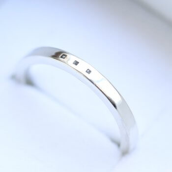 Minimalistic-Ring-with-ashes