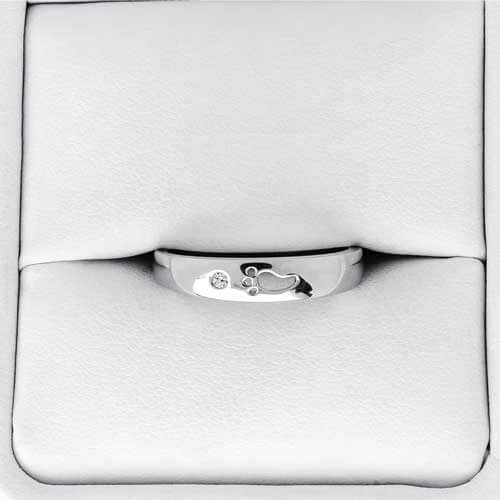 Infant memorial diamond ring