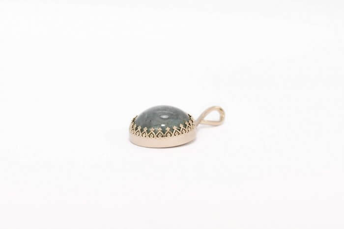 Round-Crown-Pendant-with-Cremains