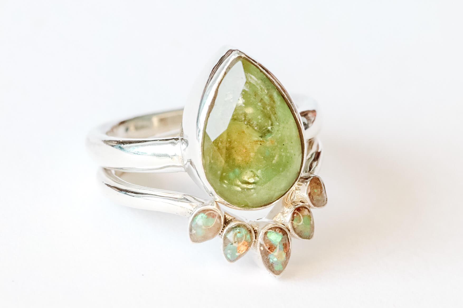 Nia-accented-cremation-ring